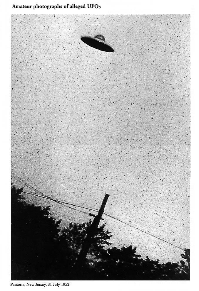 Paul Hellyer, fost ministru al Apărării în Canada, face dezvăluiri directe şi tranşante despre OZN-uri şi fiinţe extratereste